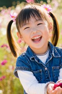 少女の顔アップの写真素材 [FYI03241291]