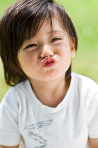 笑顔の男の子の写真素材 [FYI03241432]