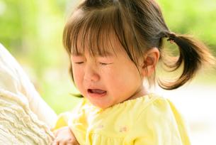 泣き顔の子どもの写真素材 [FYI03241751]