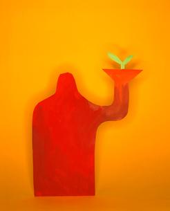 植物の芽を持つ人のクラフトの写真素材 [FYI03241850]