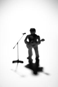 ギタリストのシルエットのクラフトの写真素材 [FYI03241853]