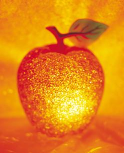 クリスマスイメージ リンゴの写真素材 [FYI03242133]