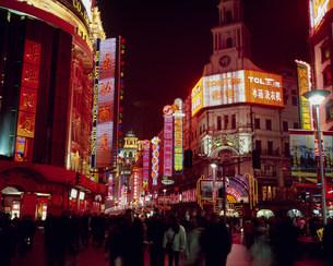南京路歩行街 夜景の写真素材 [FYI03242515]