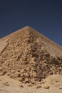 屈折ピラミッドの写真素材 [FYI03243264]