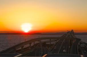 海ほたるより朝日の写真素材 [FYI03243290]