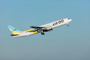 飛行機の写真素材 [FYI03243433]