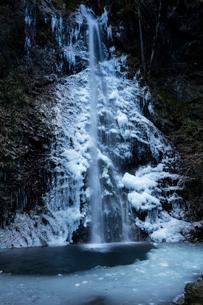 氷結した払沢の滝の写真素材 [FYI03243499]