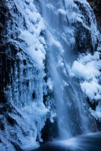 氷結した払沢の滝の写真素材 [FYI03243506]