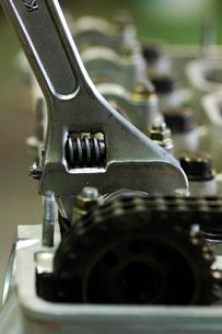 整備されているエンジンの写真素材 [FYI03243696]