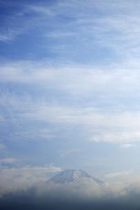 雲間に見える富士山の写真素材 [FYI03243753]