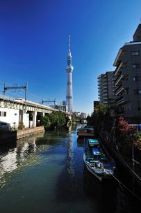 枕橋から見た東京スカイツリーの写真素材 [FYI03243912]
