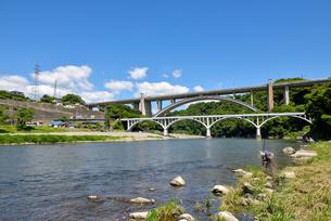 相模川と新旧の小倉橋の写真素材 [FYI03244033]