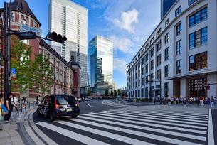 東京駅南口駅前とKITTEの写真素材 [FYI03244069]