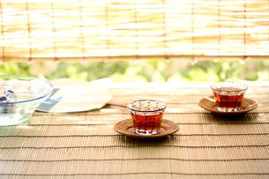 すだれと金魚と麦茶の写真素材 [FYI03244456]