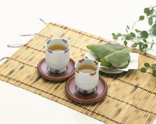日本茶と柏餅の写真素材 [FYI03245353]