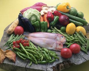 アマダイと野菜の写真素材 [FYI03245363]