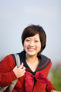 微笑む女子学生の写真素材 [FYI03246556]