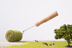 コンクリートを緑化するエコイメージの写真素材 [FYI03246575]