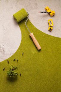 コンクリートを緑化するエコイメージの写真素材 [FYI03246587]