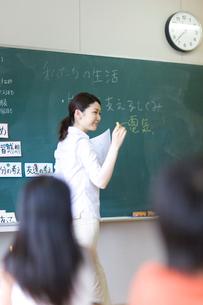 小学校の授業風景の写真素材 [FYI03246804]