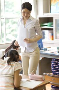 小学校の授業風景の写真素材 [FYI03246814]