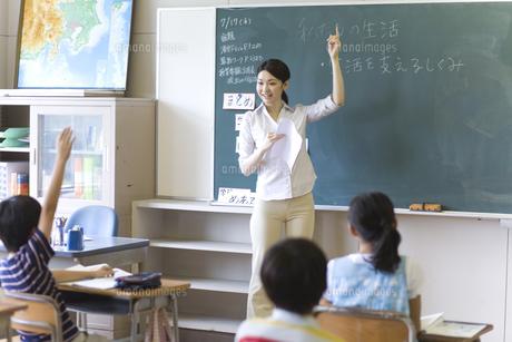 小学校の授業の様子の写真素材 [FYI03246838]