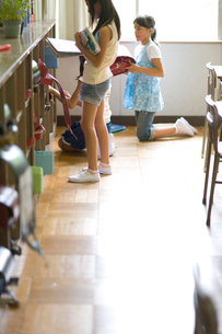 小学生の休み時間イメージの写真素材 [FYI03246840]
