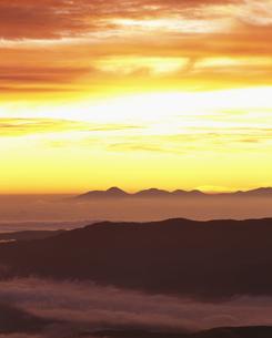 乗鞍岳より望む夜明けの写真素材 [FYI03248147]