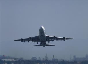 離陸する飛行機 福岡空港の写真素材 [FYI03248186]