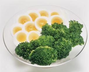 ゆで卵の盛り合わせの写真素材 [FYI03248655]