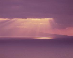 雲間からの光の写真素材 [FYI03248793]
