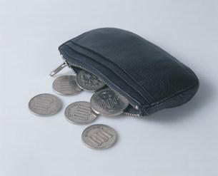小銭入れと硬貨の写真素材 [FYI03248808]