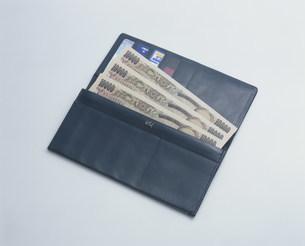 新紙幣と財布の写真素材 [FYI03249071]