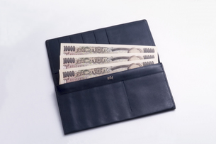 新紙幣と財布の写真素材 [FYI03249160]