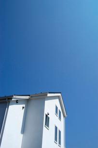 白壁の家の写真素材 [FYI03249199]