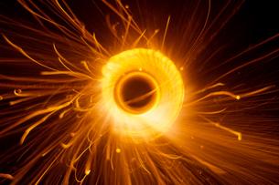 ネズミ花火の光跡の写真素材 [FYI03249200]