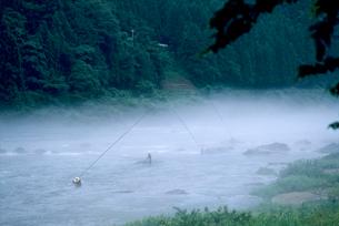 朝もやの長良川の写真素材 [FYI03249210]
