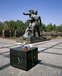 地震記念碑 勇気記念像の写真素材 [FYI03250082]