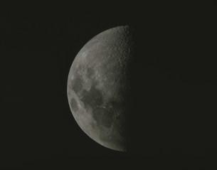 半月の写真素材 [FYI03250412]