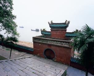 魯粛点将台 岳陽楼風景区 三国志の写真素材 [FYI03251372]