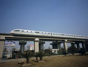 上海リニアモーターカー 龍陽路駅近辺の写真素材 [FYI03252807]