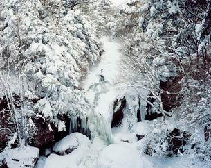 雪の竜頭の滝の写真素材 [FYI03252847]