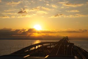 朝日 海ほたるよりの写真素材 [FYI03253905]