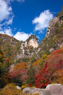 昇仙峡 覚円峰の紅葉の写真素材 [FYI03254143]