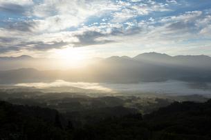 朝日と雲海の写真素材 [FYI03254541]