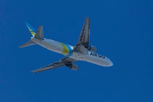飛行機の離陸の写真素材 [FYI03254580]