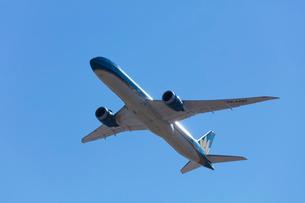 飛行機の離陸の写真素材 [FYI03254583]