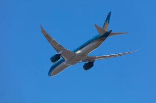 飛行機の離陸の写真素材 [FYI03254590]