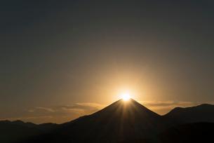 ダイヤモンド富士山の写真素材 [FYI03254625]