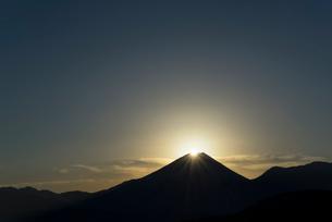 ダイヤモンド富士山の写真素材 [FYI03254626]
